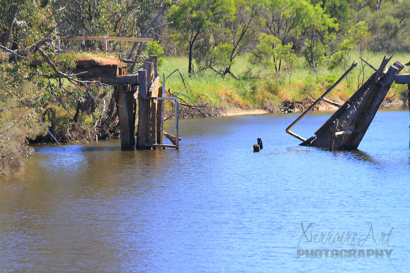 First stop? The old broken down Pumphrey's bridge over the Hotham River