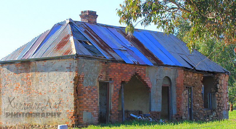 We finally made it as far as Kojonup. Kojonup seems to have a few old historical building, this one is in need of repair.
